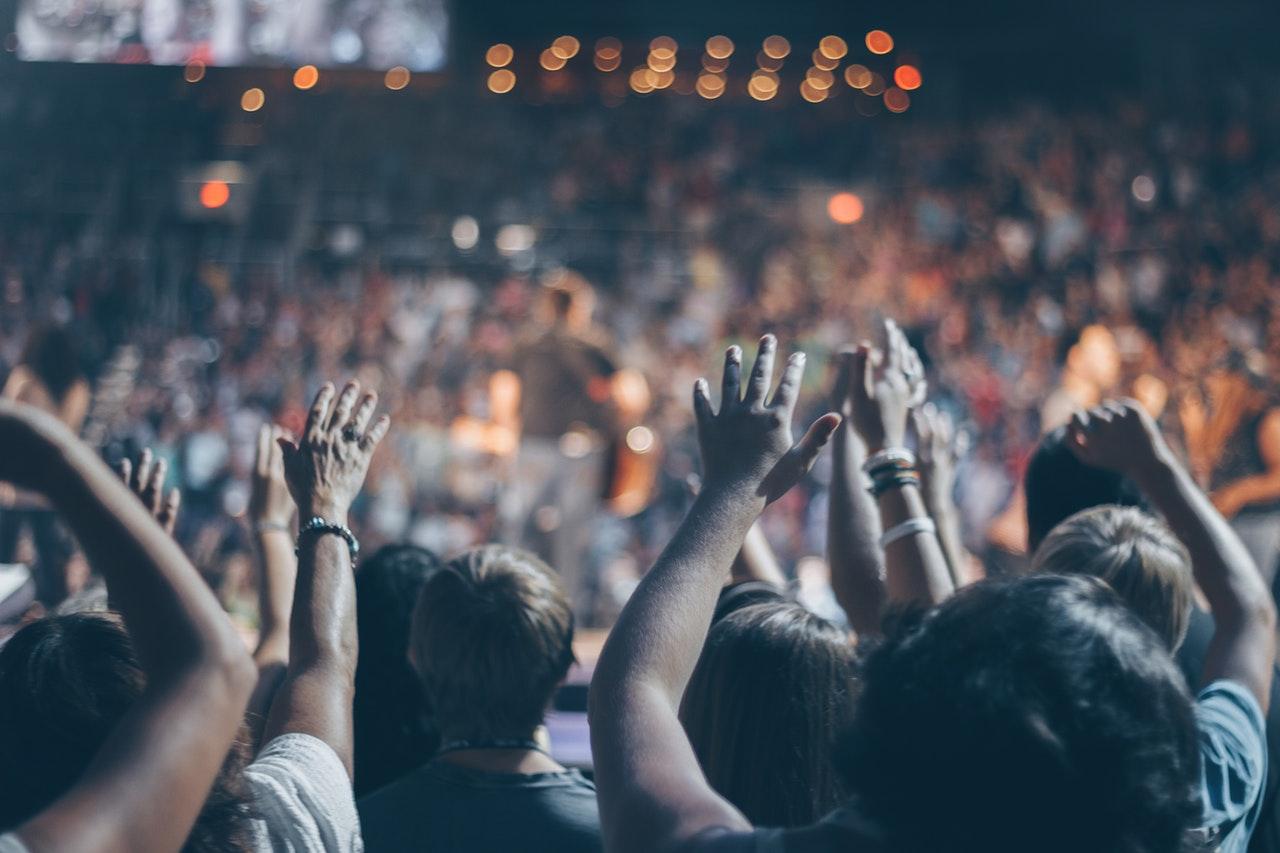 audience-blur-church-976866-1